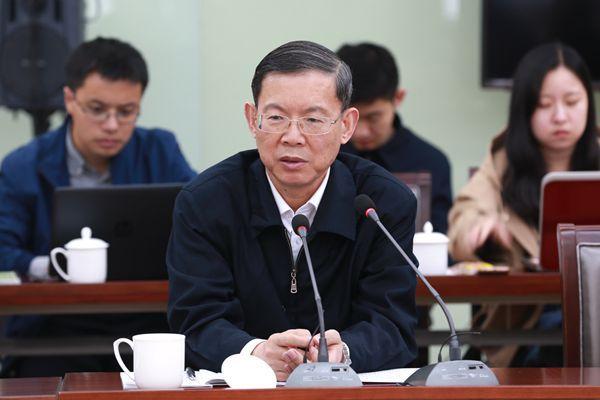 10月16日下午,民建中央主席郝明金参加小组讨论并发表讲话。.jpg