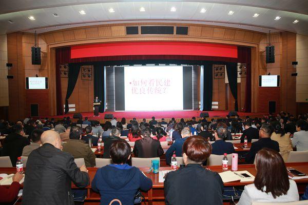 10月15日上午,民建中央常务副主席辜胜阻出席开班式并作讲座。.jpg