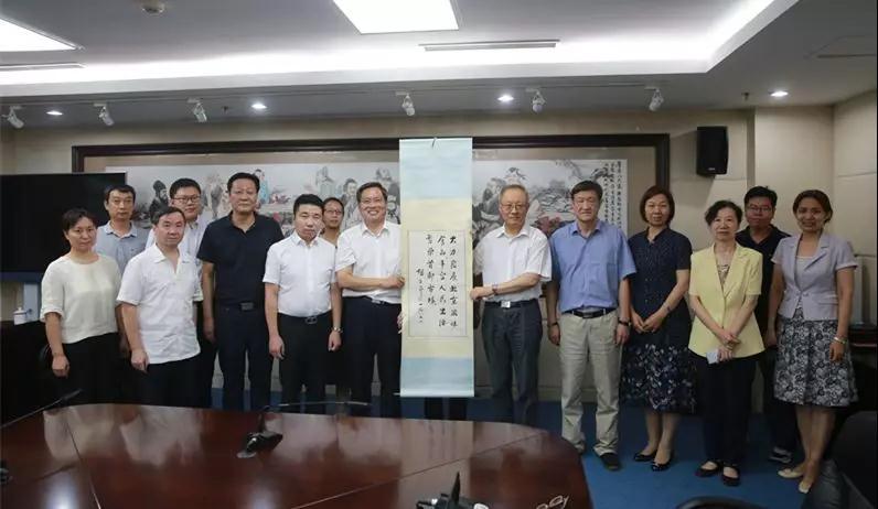 """胡子昂写于1985年的亲笔题词""""大力发展北京风味食品,丰富人民生活,繁荣首都市场""""。.jpg"""
