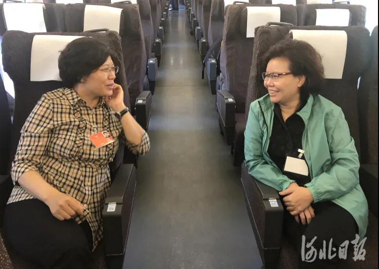 今天,出席全国两会的住冀政协委员抵京报到3.jpg