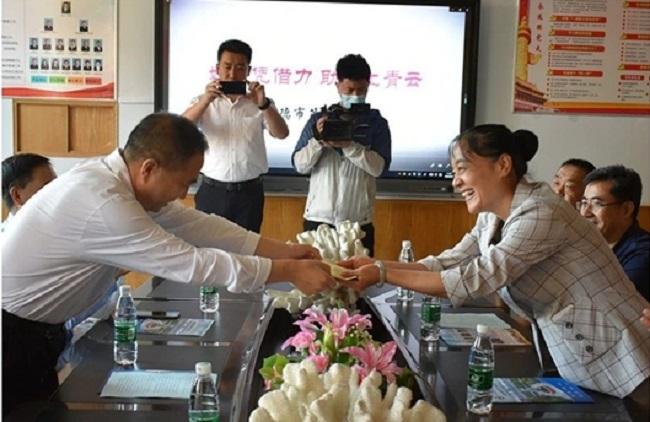 情系教师节 慰问暖人心——郭士刚走访慰问1-1.jpg