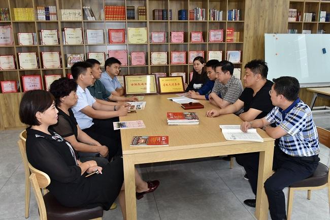 考察东风支部会员之家、观看宣传片并座谈1-1.jpg